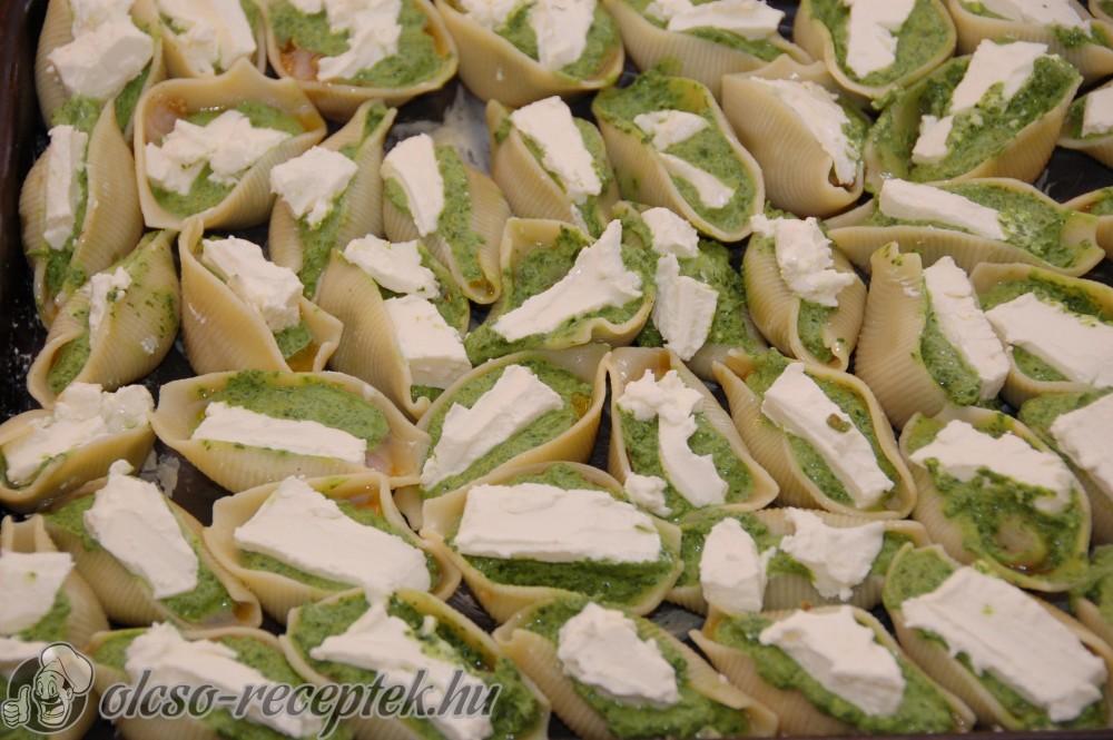 Görögös-spenótos csirke óriáskagyló-tésztába töltve